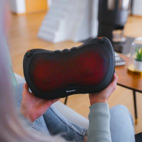 Massage pillow with heat